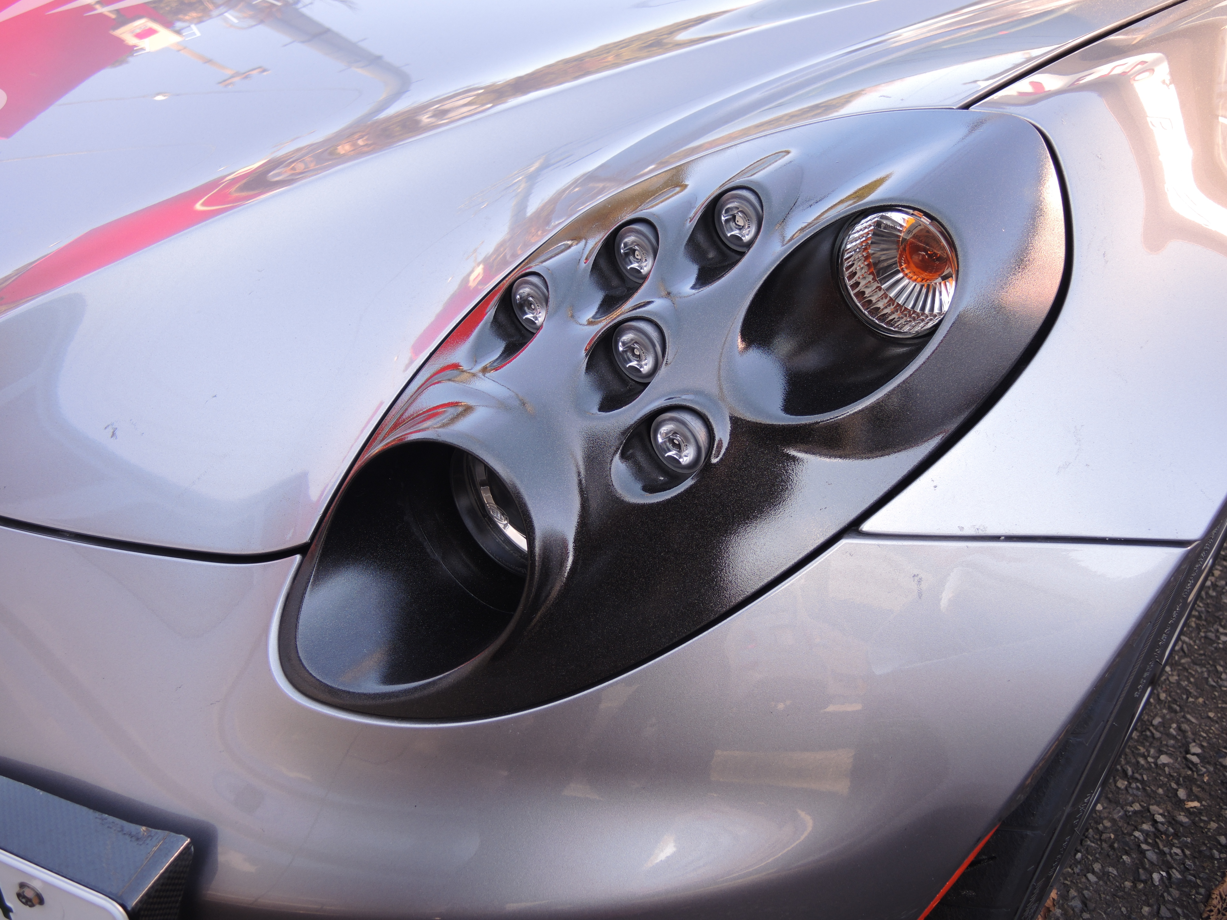 アルファロメオ 4CのヘッドライトをコーティングT.BASEレース&サービスサービスメニュー紹介 (2)