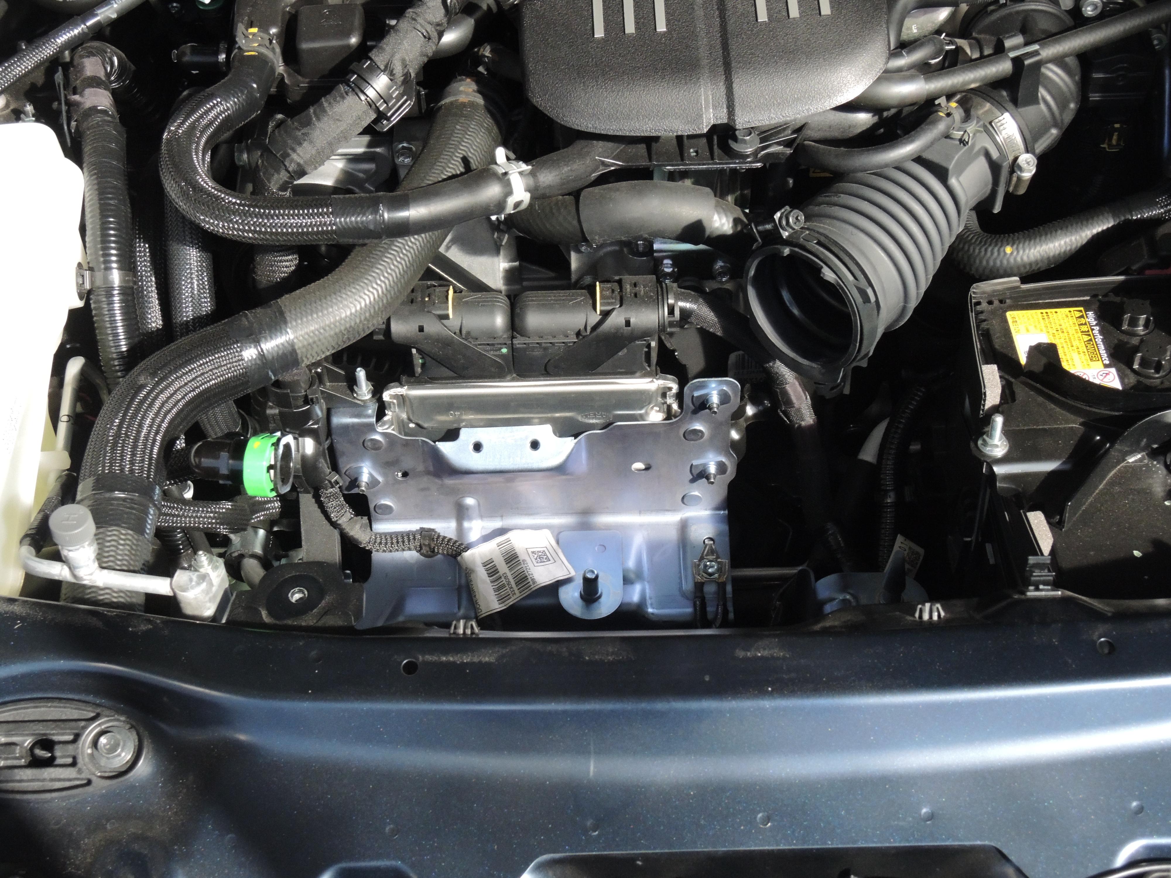 アバルト124スパイダーへカーボンエアインテークシステムをお取付け! (1)
