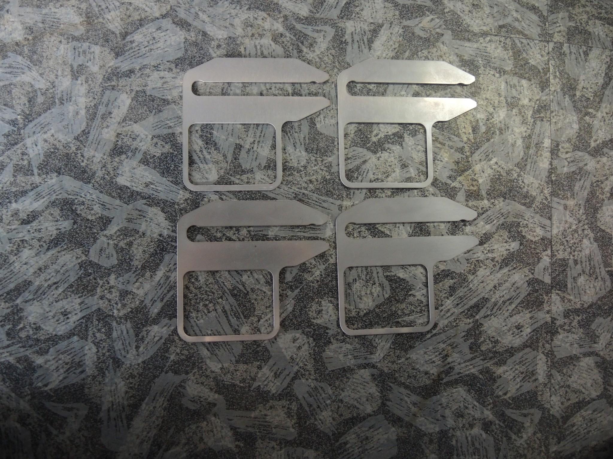 アルファロメオ4C フロントネガティブキャンバー調整 キャンバーシム取り付け