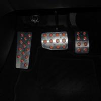 プジョー208へフットレスト取付!車内のカラーコーディネート (2)