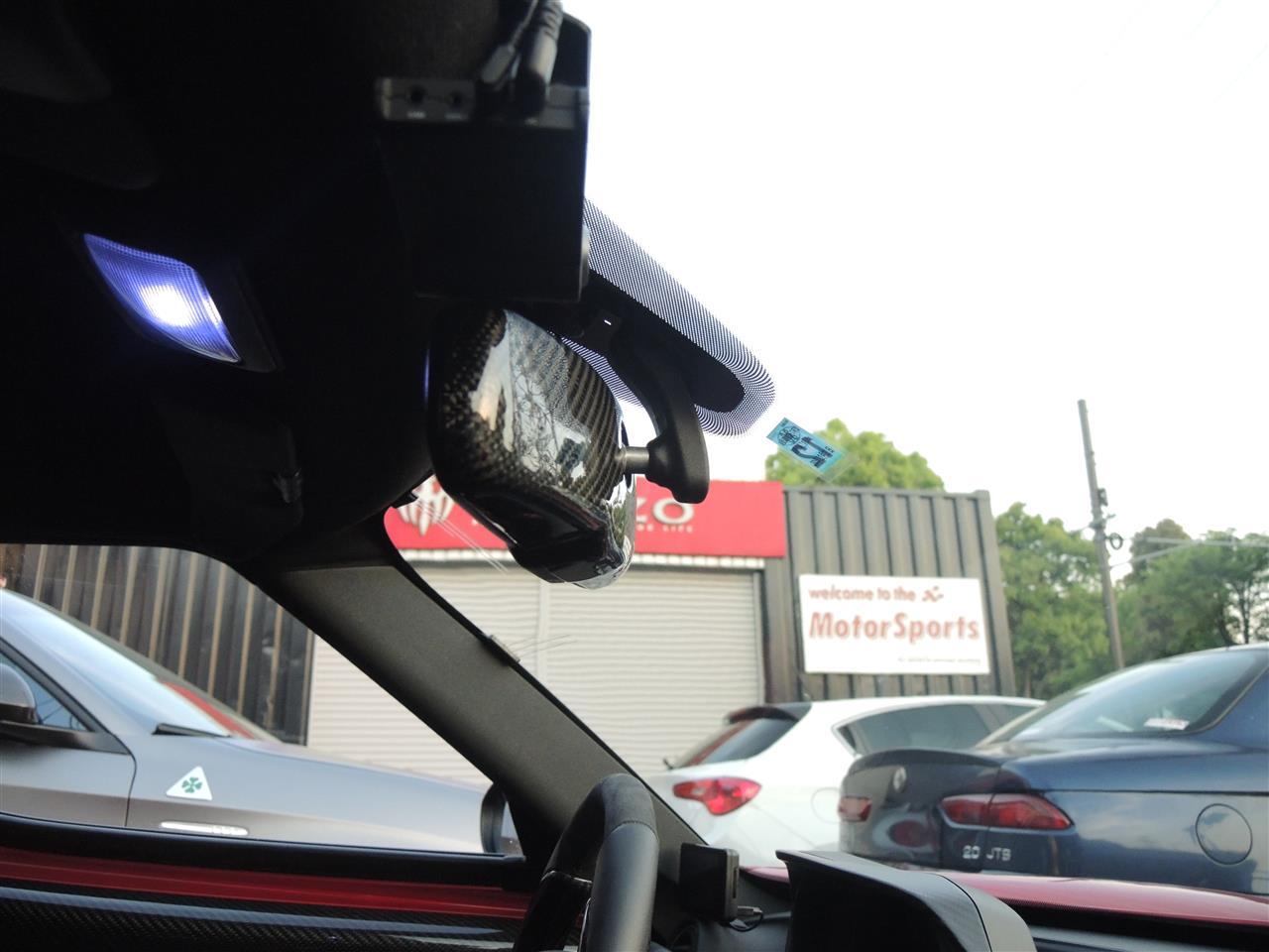 アルファロメオ 4C 常時点灯ルームミラーモニターお取付でクリアな後方視界に! (1)