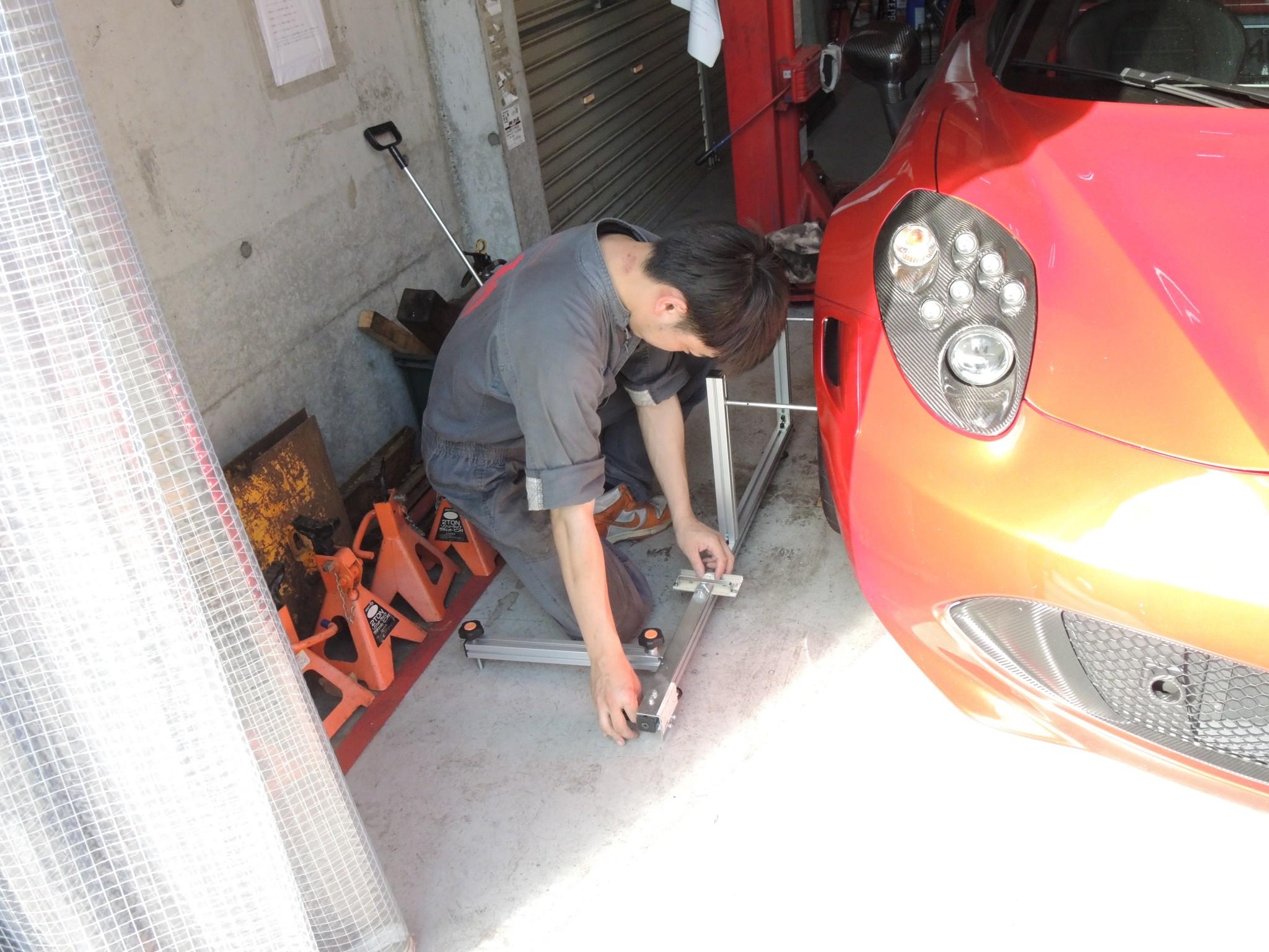 アルファロメオ4Cサーキット走行前メンテナンス ブレーキパッド交換ブレーキディスクローター研磨アライメント調整 (5)