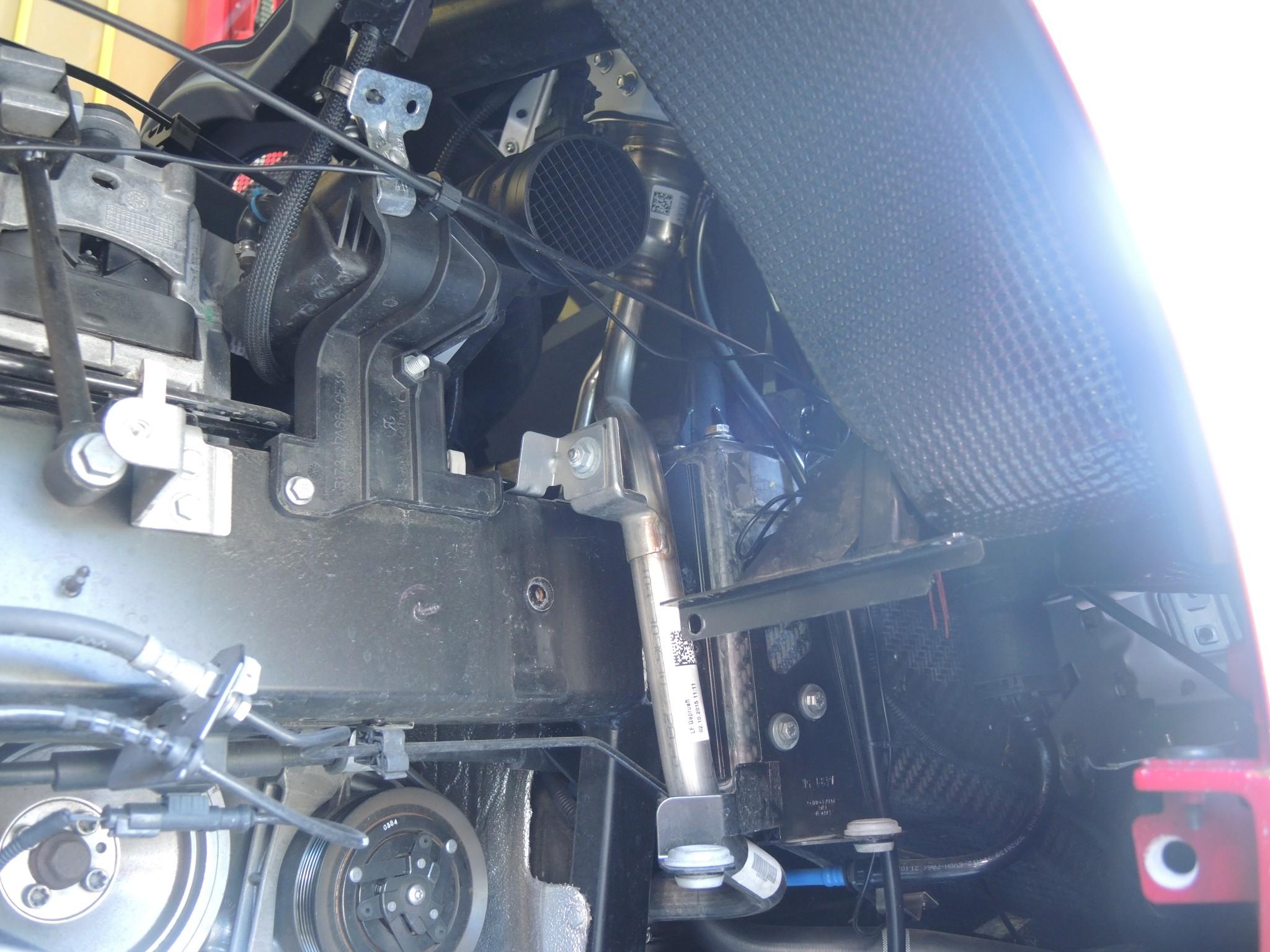アルファロメオ4Cのエンジンレスポンスアップ!カーボンエアクリーナーお取付