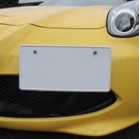 アルファロメオ 4C ナンバープレート取付位置調整