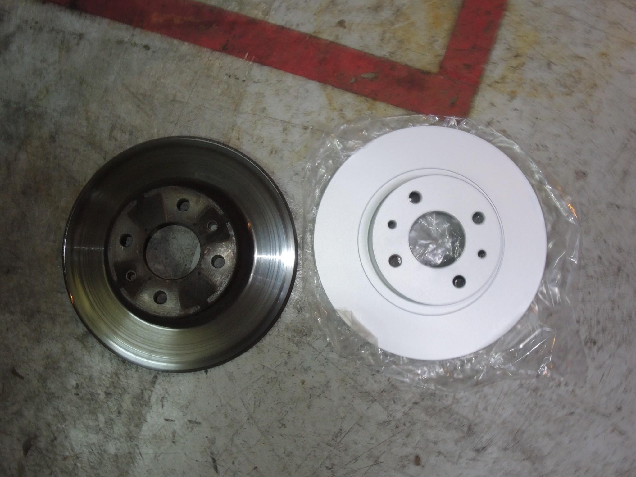 フィアット500 ブレーキパッド交換に合わせブレーキディスクローター交換 (2)