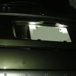 FIAT500 ナンバーバルブを真っ白なLEDに変更