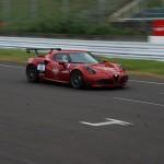 レースで優勝したアルファロメオ4Cは、車検対応かつ「ドライバーが踏めるセッティング」